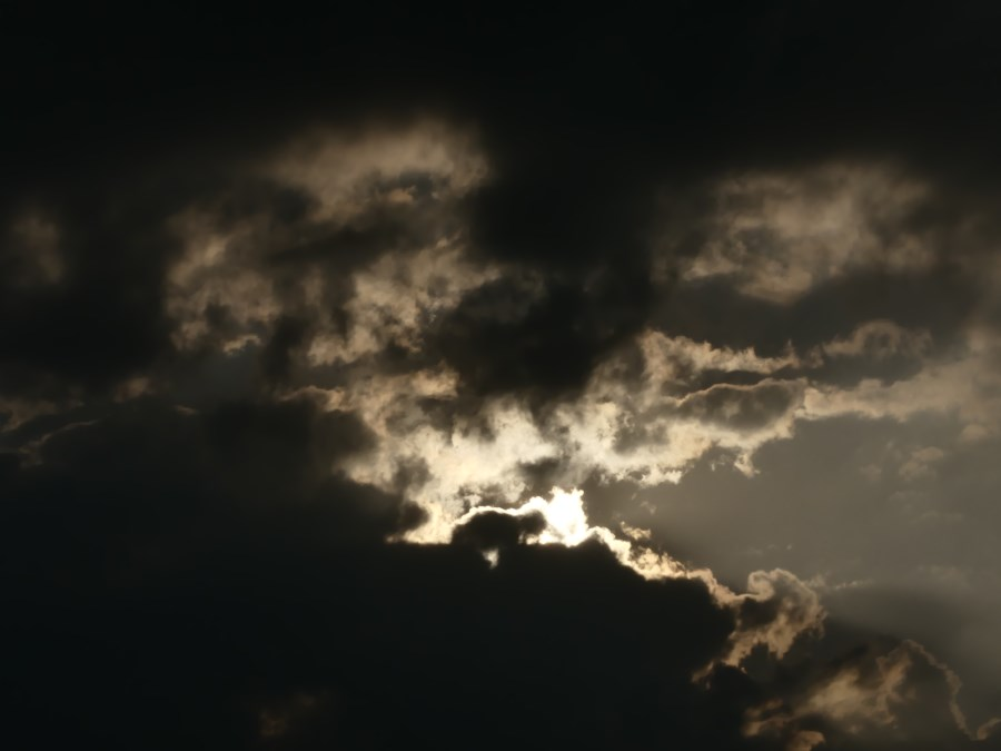 Wolken düster