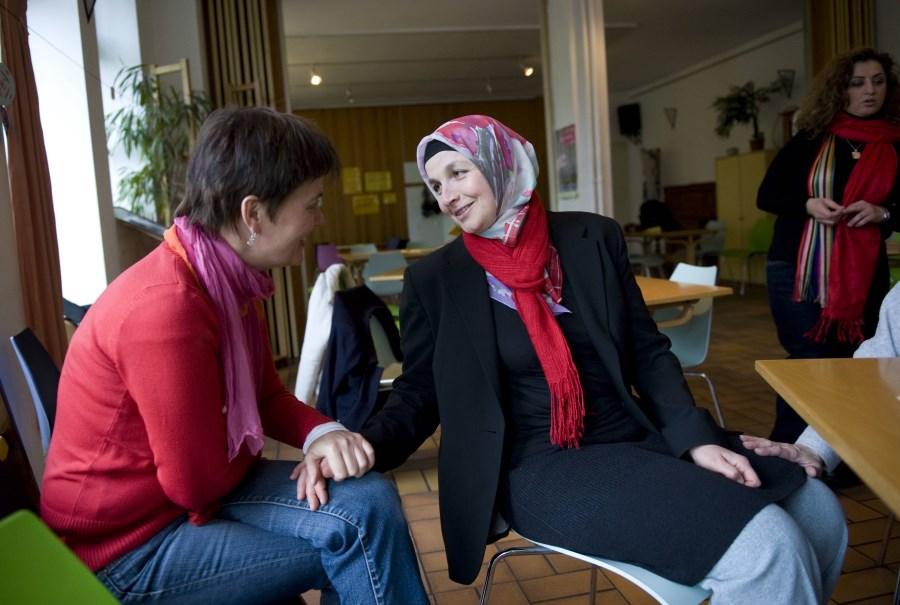 zwei Frau in interkulturellem Begegnungszentrum