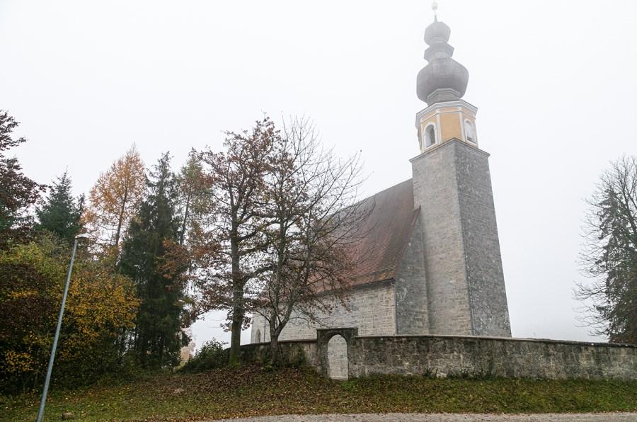 Kirche Mariä Himmelfahrt in Burg bei Tengling am Tachinger See