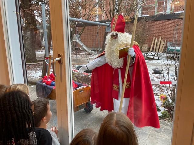 Nikolaus am Fenster