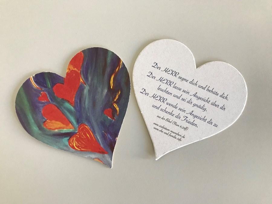 Herzen aus Pappe mit Impuls für Paare