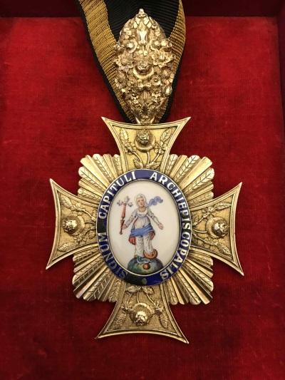 Abzeichen des Metropolitankapitels<br/>Kapitelzeichen des Domdekans, 1822; vergoldetes Silber, Emaille