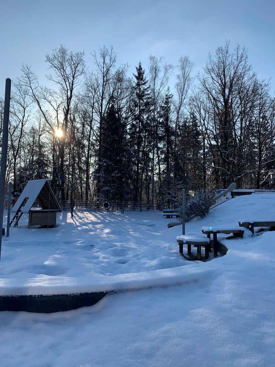Spielhügel im Winter