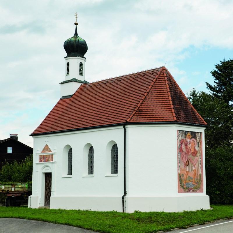 Außenansicht der Nebenkirche Mailing