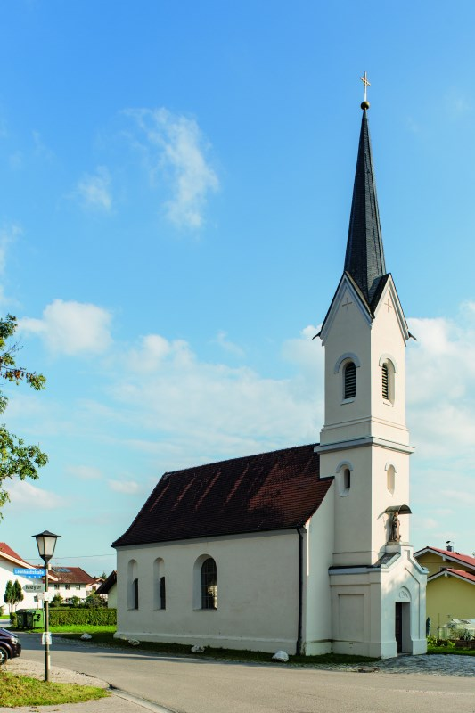 Außenansicht der Nebenkirche Biberg