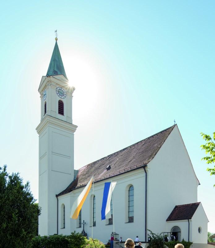 Aussenansicht von der Pfarrkirche Schönau