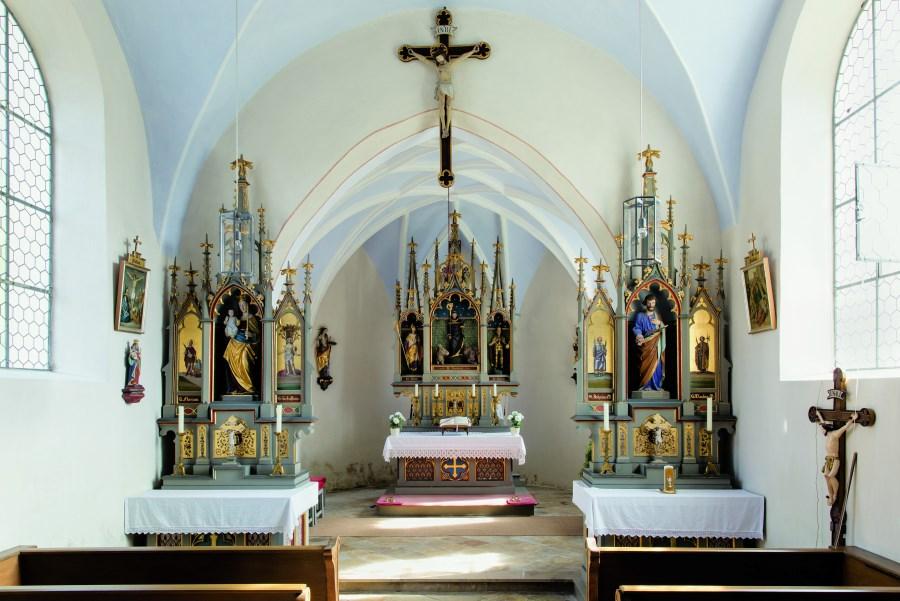 Innenansicht der Nebenkirche Biberg