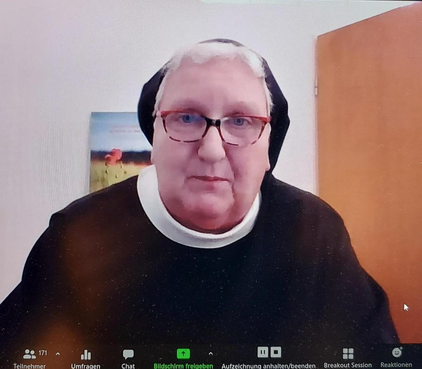 Sr. Philippa beim Online-Vortrag