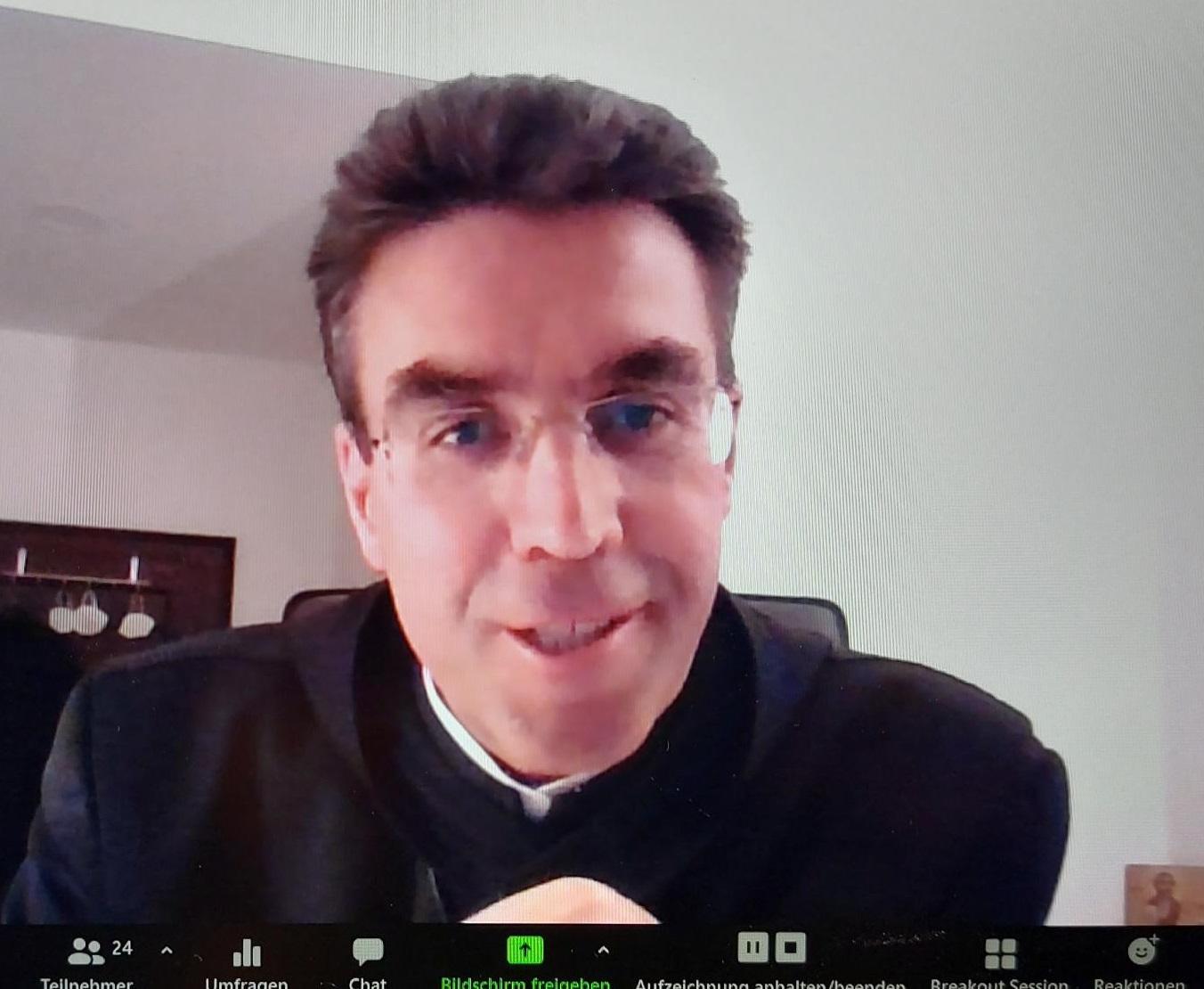 Abt Johannes beim Online-Vortrag