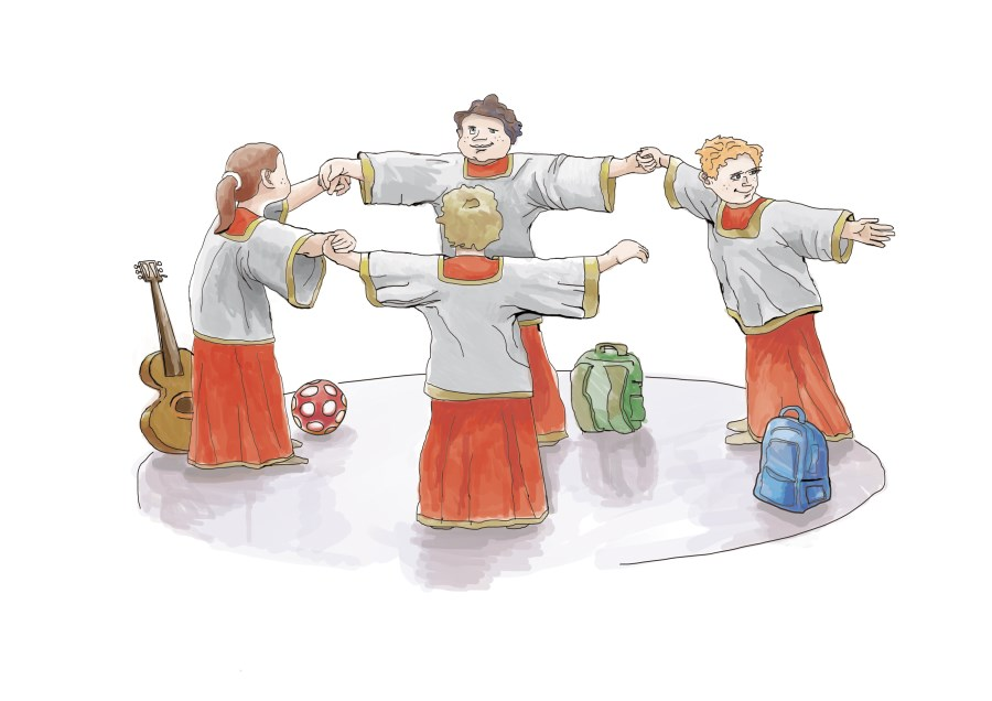 4 Ministranten im offenen Kreis mit Taschen, Ball und Gitarre