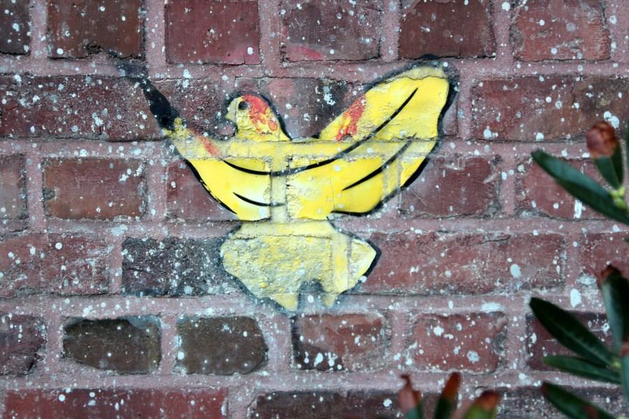 Graffiti-Taube an Backsteinwand