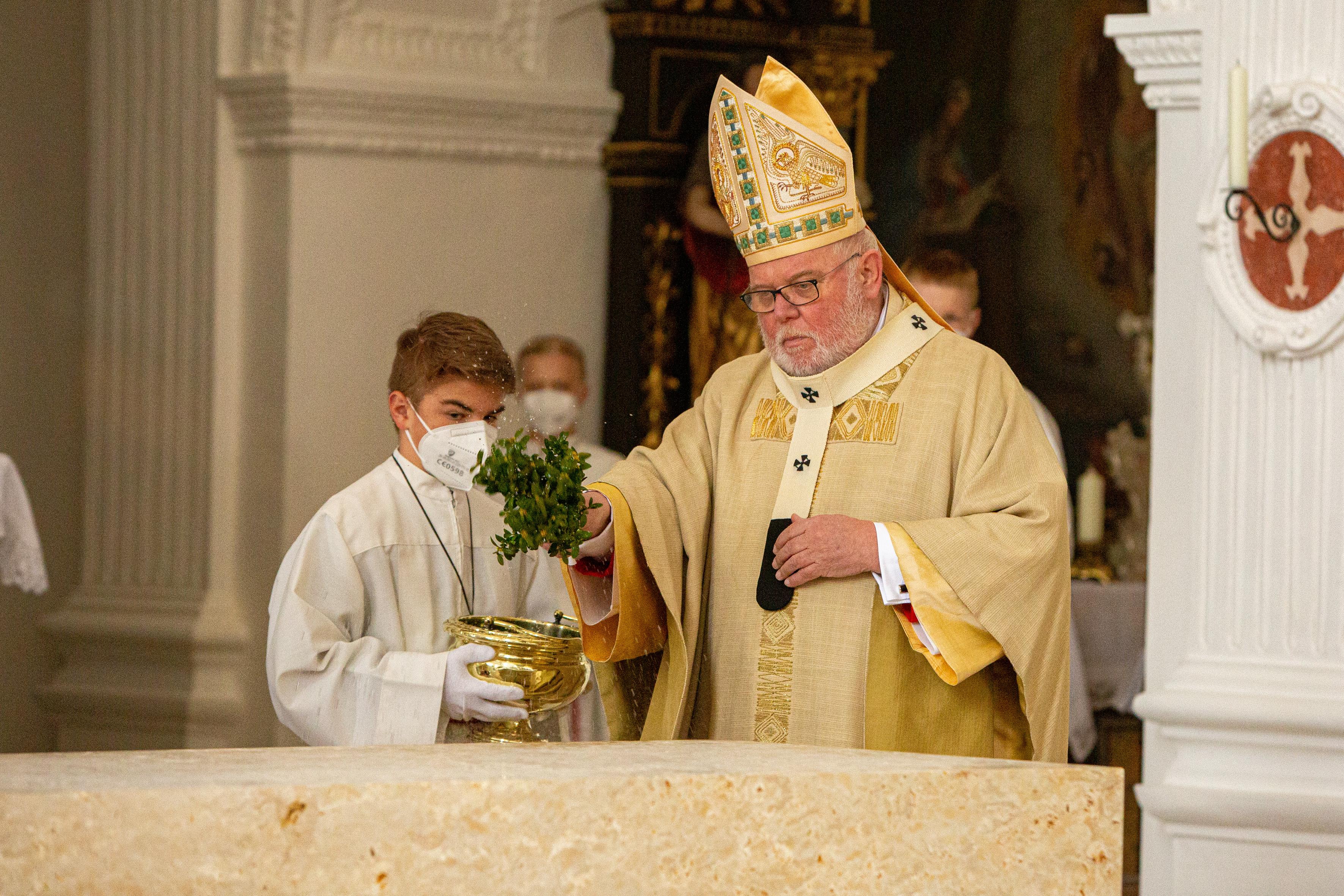Altarweihe Weihwasser
