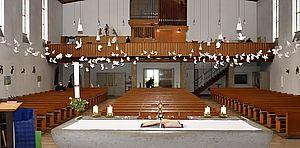 Pfingstliche Taubenaktion - Empore