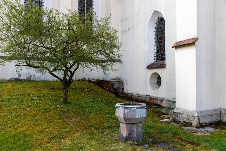 Brunnen neben der Kirche St. Wolfgang mit Wasser aus der Wolfgangsquelle