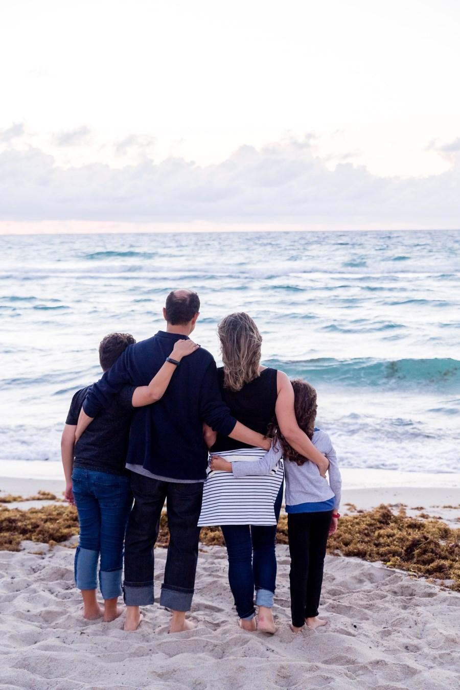 Familie vor Meer