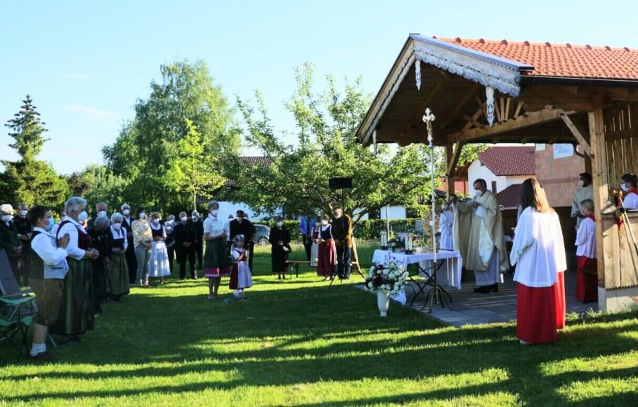 Festgottesdienst im Garten des Jugendhauses St. Leonhard