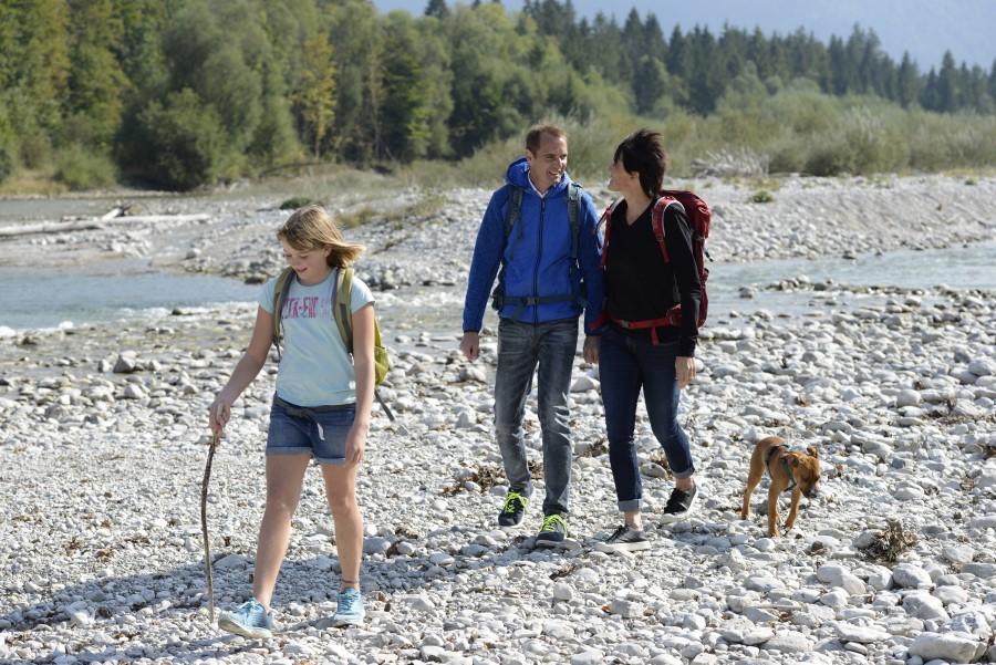 Familie beim Spaziergang