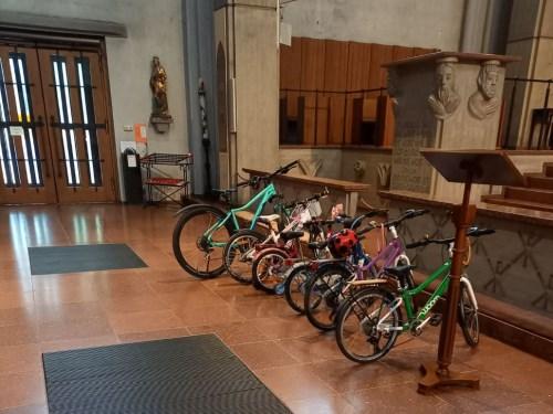 Kinderräder z. Segnen . d. Mariahilfkirche