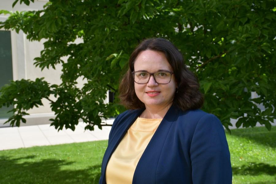 Auf dem Foto sieht man Gabriele Bognitschar. Sie ist Mentee im Programm