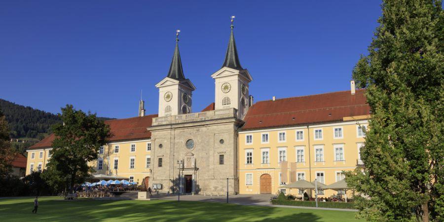 Schloss und Kirche St. Qurin Tegernsee