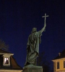 Das Kreuz erhöhen