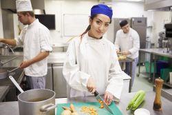 Auszubildende in der Küche