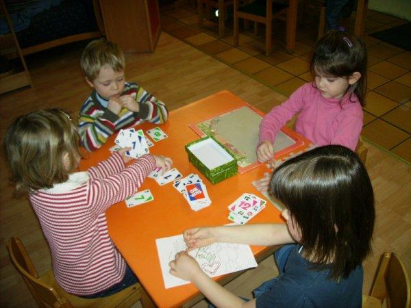 Kartenspiel im Kindergarten